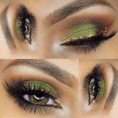 Eyeshadow Looks Gold eyeliner green eyeshadow Gold Eyeliner grünen Lidschatten Sexy Eye Makeup, Eye Makeup Tips, Makeup Hacks, Pretty Makeup, Makeup Goals, Love Makeup, Skin Makeup, Makeup Inspo, Makeup Inspiration