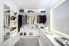 Nina's Closet of Blog Stylizimo   Remodelista