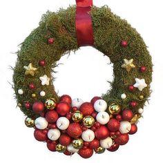Karácsonyi kopogtató piros-arany gömbökkel
