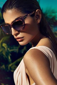 Find your sleek perspective for #spring with #sunglasses by Balenciaga.