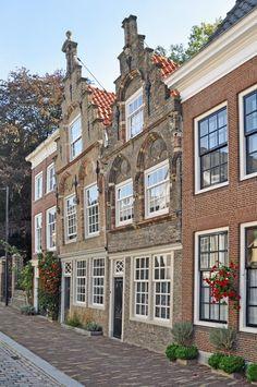 Dordrecht (Zuid-Holland) - Museumstraat 48 en 50 #dordrecht Beautiful Dream, Beautiful Places, Dutch House, Holland Netherlands, City Photography, Homeland, Beautiful Landscapes, Places To Visit, Goals