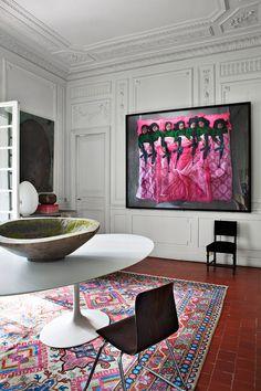 "Perpignan -  photo ""Dangerous Game : The Family III"" of Marina Abramovic . Tulip table by Eero Saarinen"