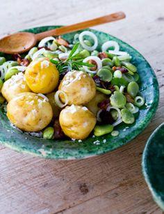 Lente aardappelschotel met tuinboontjes en spek