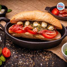 #streetfood #sandwich #food #fooddelivery #teletal Hot Dog Buns, Hot Dogs, Street Food, Sandwiches, Bread, Rome, Brot, Baking, Breads