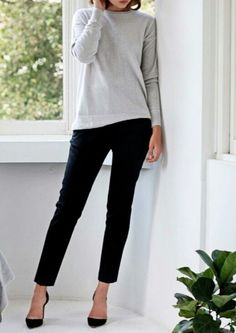 Casual and comfy work outfits inspiration with flats (23)