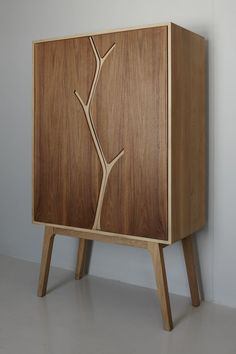 Umthi Cabinet closed - Meyer von Wielligh This is a very simple, yet striking design. The front panel could easily be done with a jig saw.