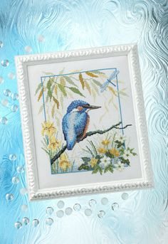 Lesley Teare's fine feathered friend from our 207 issue. Get this project in a digital back issue from www.bit.ly/AppleCSCollection or www.zinio.com/crossstitchcollection