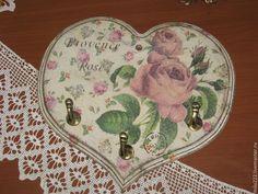 Купить или заказать 'Бабушкин чай' ключница в интернет-магазине на Ярмарке Мастеров. Милая, нежная, винтажная, старенькая, провинциальная ключница-вешалка, декорированная в технике декупаж для Вашего уютного дома!!! Отличный подарок Вашим близким! Сделана с люб…