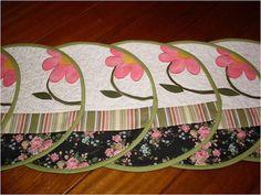 Americano em patchwork, feito em tecidos 100% algodão,forrados com tecidos que permite o uso dupla face. Ideal para mesas pequenas.