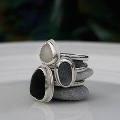 Hopeasormuksia Kreikan rantakivistä.  www.paulankorukauppa.net Cufflinks, Rings, Handmade, Accessories, Hand Made, Ring, Jewelry Rings, Wedding Cufflinks, Handarbeit