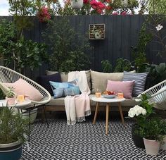 home,house-Thank you for the widn kylamagrathinteriors I'm exhausted after a lovely Sunday meal I didn't have to cook & spending the last 2 evenings Outdoor Areas, Outdoor Rooms, Outdoor Living, Outdoor Furniture Sets, Garden Furniture, Outdoor Decor, Patio Interior, Interior Design, Courtyard Design