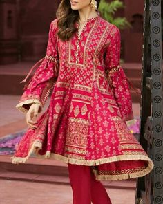 best ideas for bridal lengha pakistani outfit Pakistani Fashion Casual, Pakistani Dresses Casual, Pakistani Dress Design, Indian Dresses, Indian Fashion, Casual Dresses, Sleeves Designs For Dresses, Dress Neck Designs, Frock Fashion