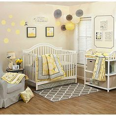Full of sunny good cheer, the Peanut Shell Stella Collection creates a happy retro yet modern feel with its dynamic yellow and grey floral geometric design. The 4-piece crib bedding set includes a quilt, dust ruffle, fitted sheet, and diaper stacker.
