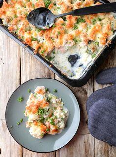 Krema blomkålform med laks - LINDASTUHAUG Vegetable Pizza, Pesto, Quiche, Food And Drink, Healthy Recipes, Fish, Vegetables, Breakfast, Corona