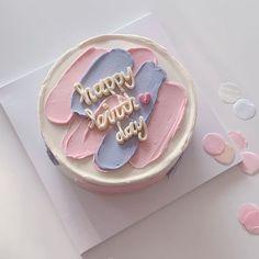 Pretty Birthday Cakes, Pretty Cakes, Beautiful Cakes, Cake Birthday, Korean Birthday Cake Recipe, Tumblr Birthday Cake, Birthday Pins, Birthday Desserts, Happy Birthday Cakes