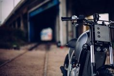 This kind of scrambler motorcycle street tracker is unquestionably a formidable style procedure. Moto Street Tracker, Tracker Motorcycle, Moto Cafe, Scrambler Motorcycle, Motorcycles, Triumph Cafe Racer, Norton Cafe Racer, Custom Street Bikes, Custom Bikes