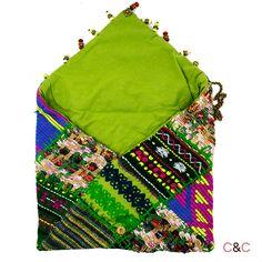 Bolso de tela y lana customizado con abalorios