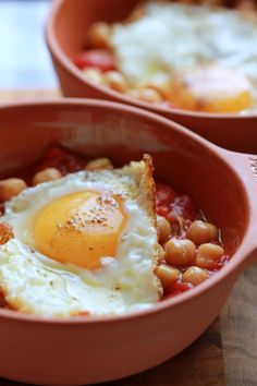 Baked eggs with chickpeas