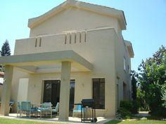 היתרי בנייה Mansions, House Styles, Projects, Home Decor, Log Projects, Blue Prints, Decoration Home, Manor Houses, Room Decor