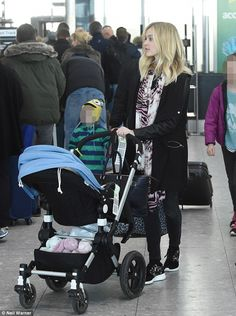 Dressed down: Natural Ferne wrapped a pink and black tiger print scarf around her neck, wh. Fashion Idol, Funky Fashion, Fearne Cotton, Black Tigers, Funky Style, My Style, Tiger Print, Second Child, Cotton Style