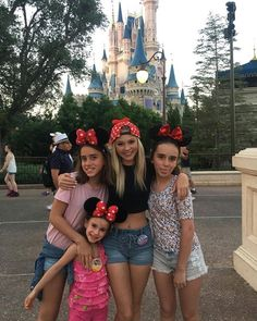 Instagram post:Disneyland with these girls it was awesome seeing some fans there today!!