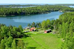 Tourism guide to Finland. A travel guide to the best attractions in Finland in summer and winter. Things to see and do when traveling in Finland. Helsinki, Cool Places To Visit, Places To Travel, Finland Travel, Hiking Routes, Stay Overnight, Archipelago, Ukraine, Finding Nemo