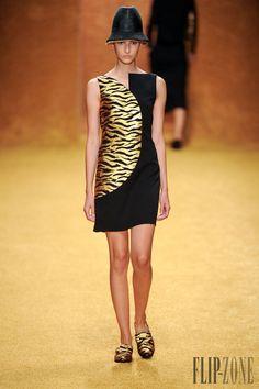 Akris - Ready-to-Wear - Spring-summer 2014 - http://www.flip-zone.net/fashion/ready-to-wear/fashion-houses-42/akris-4199 - ©PixelFormula