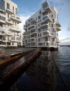 This apartment architecture called Harbor Isle designed by the Danish, Lundgaard and Tranberg is an example of irregular jumbled up architectural apartment design. This extravagant architectural design located in Copenhagen, Denmark. Architecture Visualization, Facade Architecture, Contemporary Architecture, Amazing Architecture, Modern Buildings, Beautiful Buildings, Interesting Buildings, Villa, Apartment Design