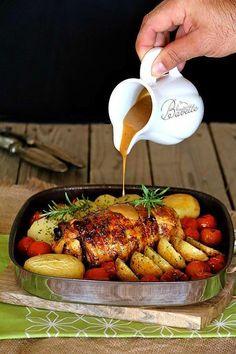 Pollo relleno de jamón dulce con salsa de mostaza*