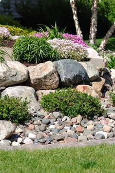 Awesome Rock Garden Retaining Wall Ideas For Backyard and Side Yard - My Dream House Landscaping A Slope, Landscaping Retaining Walls, Landscaping Supplies, Landscaping With Rocks, Landscaping Ideas, Driveway Entrance Landscaping, Inexpensive Landscaping, Walkway, Garden Retaining Wall