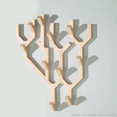 Caractéristiques techniques : Matière : Bois de frêne Dimensions : Longueur : 56 cm Epaisseur : 8.2 cm Hauteur : 69 cm Finitions : 8 ...