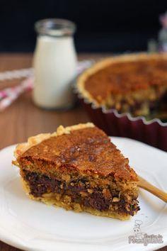 Já imaginou juntar a uma base de torta crocante o recheio de um delicioso cookie de chocolate? As gotinhas de chocolate derretem tal como em um cookie deixando tudo ainda melhor! Se quiser apelar m…