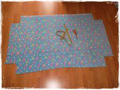 """Hola a tod@s!! Mucha gente piensa que hacer bajeras """"ajustables"""" es una cosa muy complicada... nada mas lejos de la realidad!!! Hoy os voy a... Outdoor Blanket, Interior, Diy, Home Outfit, Blanket, Crib Sheet Tutorial, Beginner Sewing Projects, Sewing Tutorials, Baby Dress Patterns"""