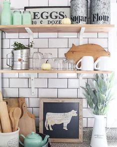 Farmhouse kitchen, I sure do love me some jadeite!
