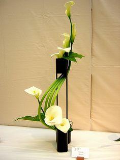 30 Pictures of Japanese Art Of Flower Arrangement, Ikebana - Ikebana: The Beautiful Simplicity of Japanese Flower Arranging Design Arr - Ikebana Arrangements, Ikebana Flower Arrangement, Modern Floral Arrangements, Wedding Arrangements, Love Flowers, Fresh Flowers, Beautiful Flowers, Wedding Flowers, Spring Flowers
