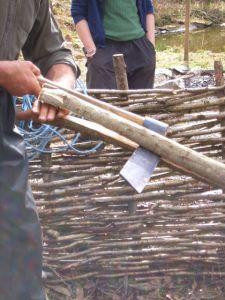cleaving wood / hout splijten