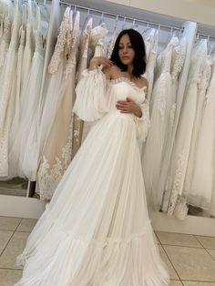 Fluffy Wedding Dress, Wedding Dress Sleeves, Tulle Wedding, Boho Wedding Dress, Dream Wedding Dresses, Bridal Dresses, Wedding Gowns, Decor Wedding, Garden Wedding Dresses
