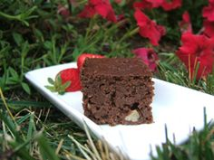 Recipes - Chocolate walnut brownies - Heart and Stroke Foundation of Canada (made with white kidney beans) Heart Healthy Desserts, Healthier Desserts, Healthy Recipes, Healthy Snacks, No Bake Desserts, Dessert Recipes, Healthy Brownies, Recipe For Mom, Desert Recipes