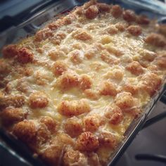 Cheesy ham and tator tot bake.love the tator tot makeover Main Dishes, Side Dishes, Delicious Recipes, Yummy Food, Apple Chicken, Dessert Recipes, Desserts, Casseroles, Ham