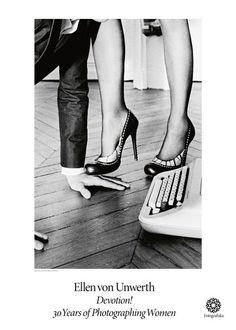 """Size: 50×70 cm Posterno: 389 Efter sina 30 år av att fotografera kvinnor ställer Ellen Von Unwerth ut den väl namngivna utställningen""""Devotion! 30 Years of Photographing Women"""".Ellen har under dessa år samlat på sig provocerande och lekfulla bilder på några av världens kreddigaste kvinnor. I samband med utställningen har vi producerat fem affischer som speglar … Ellen Von Unwerth, Kiko Mizuhara, Tim Walker, Cindy Crawford, Weegee, Elliott Erwitt, Guy Bourdin, Paolo Roversi, Famous Photos"""