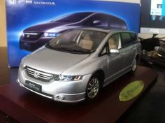 139.80$  Buy here - http://aixe4.worlditems.win/all/product.php?id=32308608963 - 1:18 Honda Odyssey  MPV Old Style Out of Print MPV Van Baby-Sitter Vehicle Diecast Model Car Valuable Brinquedos Rare Collection