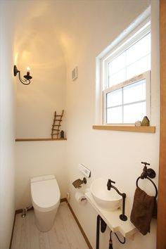 Antique Wallpaper, Natural Interior, Coordinating Colors, House Colors, French Antiques, Toilet, Color Coordination, Bathtub, Bathroom