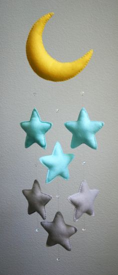 Ähnliche Artikel wie Modern Baby - Light Blue and Gray Felt Moon Mobile with Falling Stars & Crystal Beads - Handmade - Made To Order - Nursery Decor auf Etsy