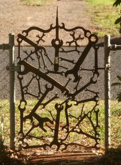 My front gate.A collection from the scrap metal joint and swap meeting. Junk Metal Art, Metal Yard Art, Scrap Metal Art, Junk Art, Metal Artwork, Welding Art Projects, Metal Art Projects, Barbed Wire Art, Metal Art Sculpture
