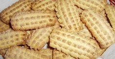 Prima di scrivere la ricetta vorrei fare una premessa.......  qui nella zona del ragusano, in tutti i panifici si trovano biscotti per la...