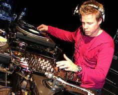#KnotsAndHearts || DJ the night away ... Ferry Corsten