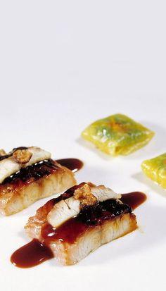 483, El Bulli, 1998, tapas, anguila ahumada caliente con raviolis de piña e hinojo (hot smoked eel with pineapple and fennel ravioli)