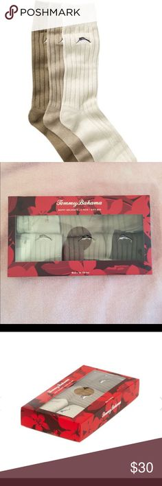 🆕 Tommy Bahama gift box 3 pak crew socks  🧦 💯% authentic Tommy Bahama Happy Huladays gift box 3 pak crew socks NWT 3 ribbed crew socks with iconic logo detail Color khaki ( 3 shades) NIB never been worn box still sealed Tommy Bahama Underwear & Socks