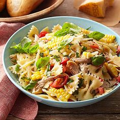 Corn and Tomato Pasta Salad is a great and colorful dish to serve up at your backyard bash this #LaborDay weekend! #pasta #salad