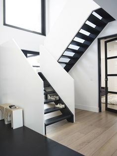 Stairs and door Stair Steps, Stair Railing, Railings, Interior Architecture, Interior And Exterior, Painted Staircases, Flooring For Stairs, Modern Stairs, House Stairs